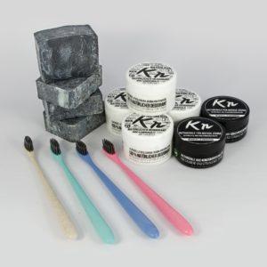 Familienpaket Karbonoir mit 4x schwarzer Seife, 2x Aktivkohle für die Zähne, 4x Zahnbürste, 4x Deodorant